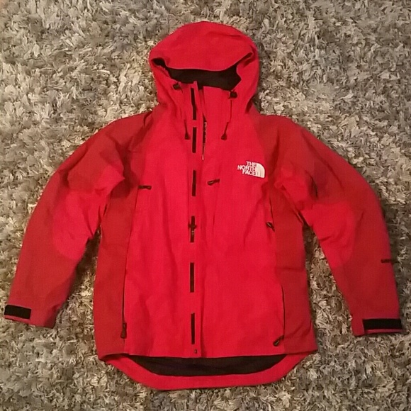 6087b74a76 Red jacket. Womens North Face. M 5a41738f3b160809100379c4